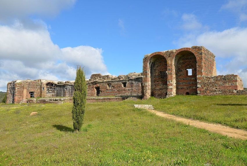 The_Roman_ruins_of_São_Cucufate,_with_the_principal_elevation_of_the_villa_Áulica,_Portugal_(16179026424)