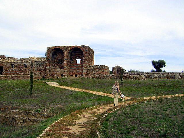 Ruinas_romanas_de_São_Cucufate_Pormenor_do_alçado_principal_da_villa_áulica