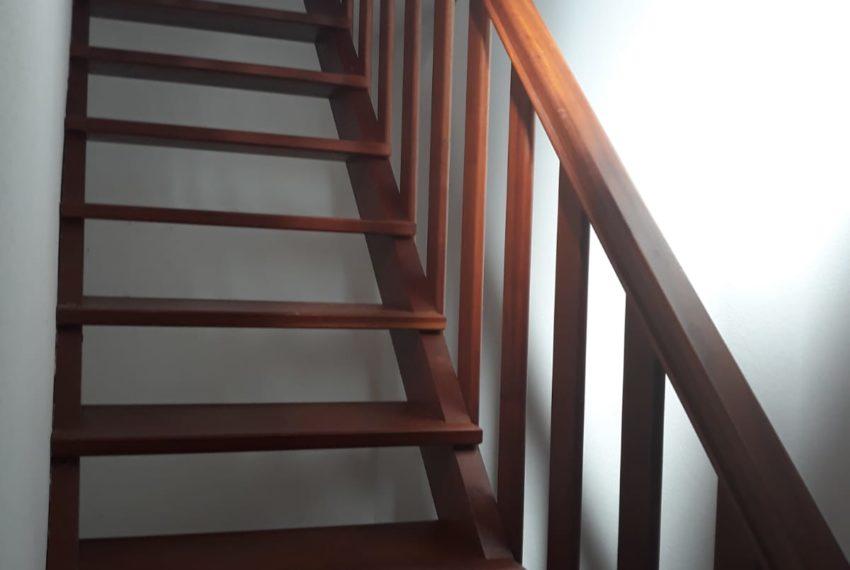 escada acesso piso 1