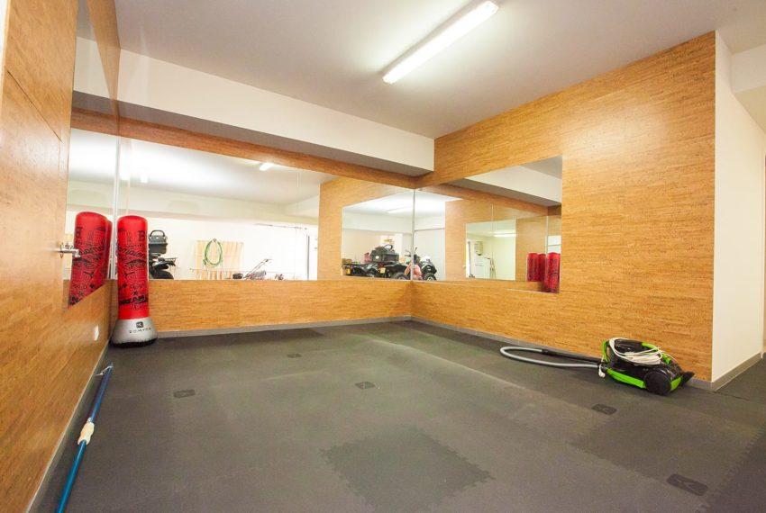 ginásio e parte garagem