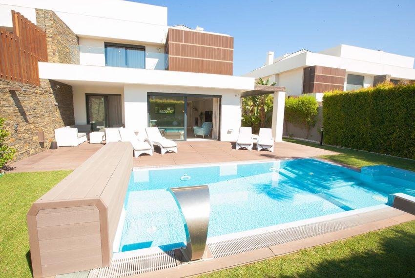 piscina e zona de estar exterior