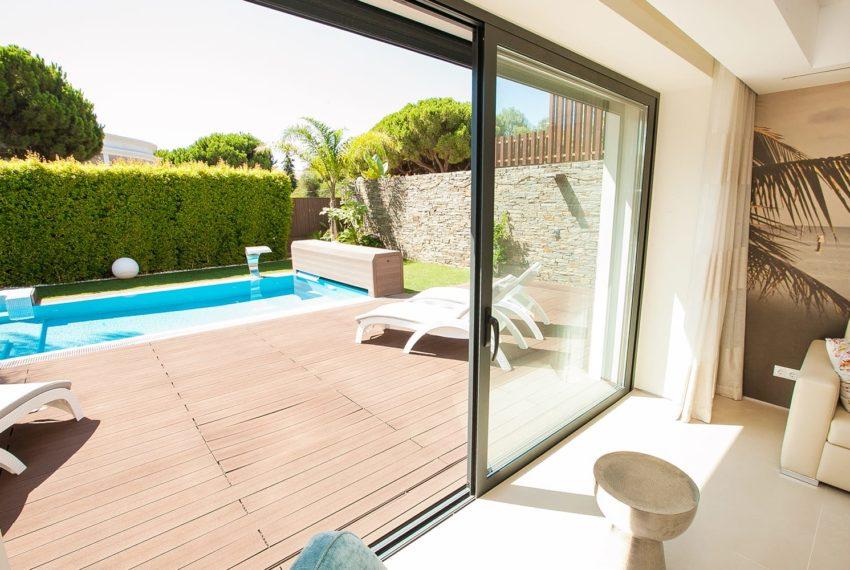 vista deck piscina e parte de sala