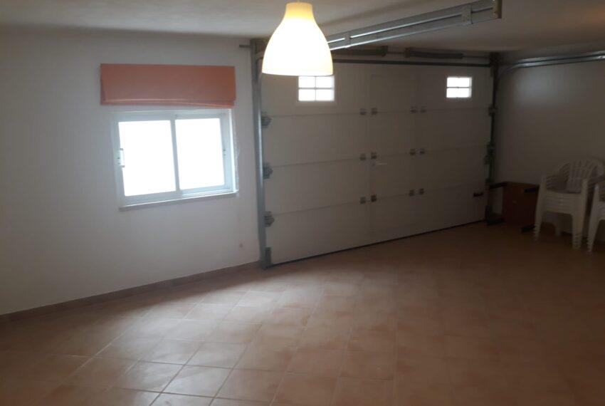Garagem e sala T1