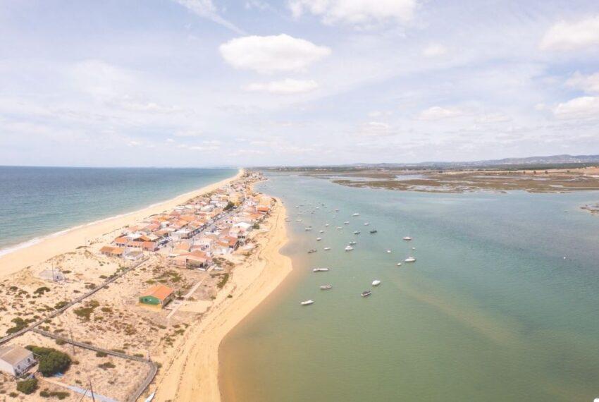 Praia e ilha de Faro