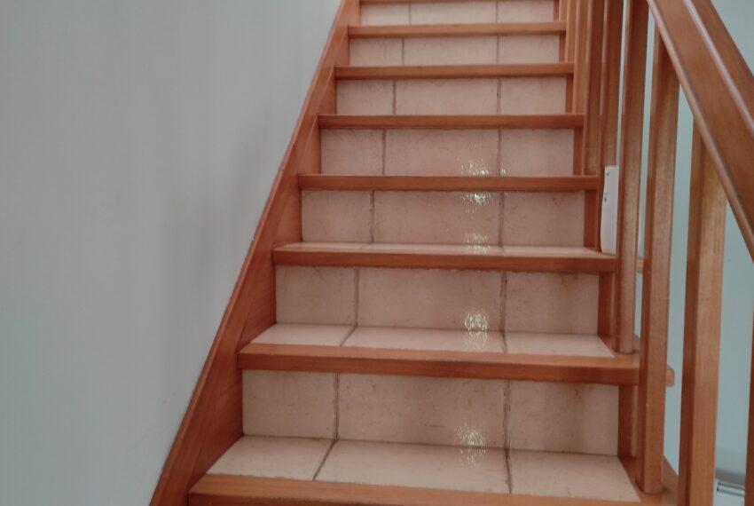 escadas acesso ao piso superior